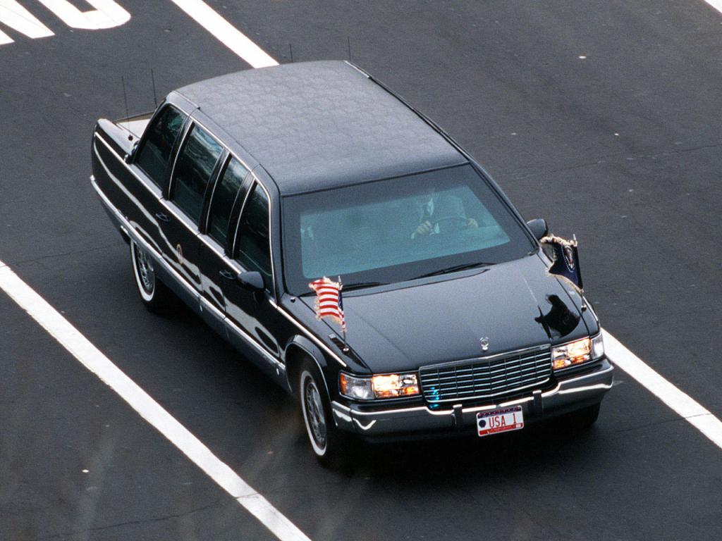 LINCOLN CONTINENTAL et CADILLAC FLEETWOOD - Reagan, Bush Senior et Clinton