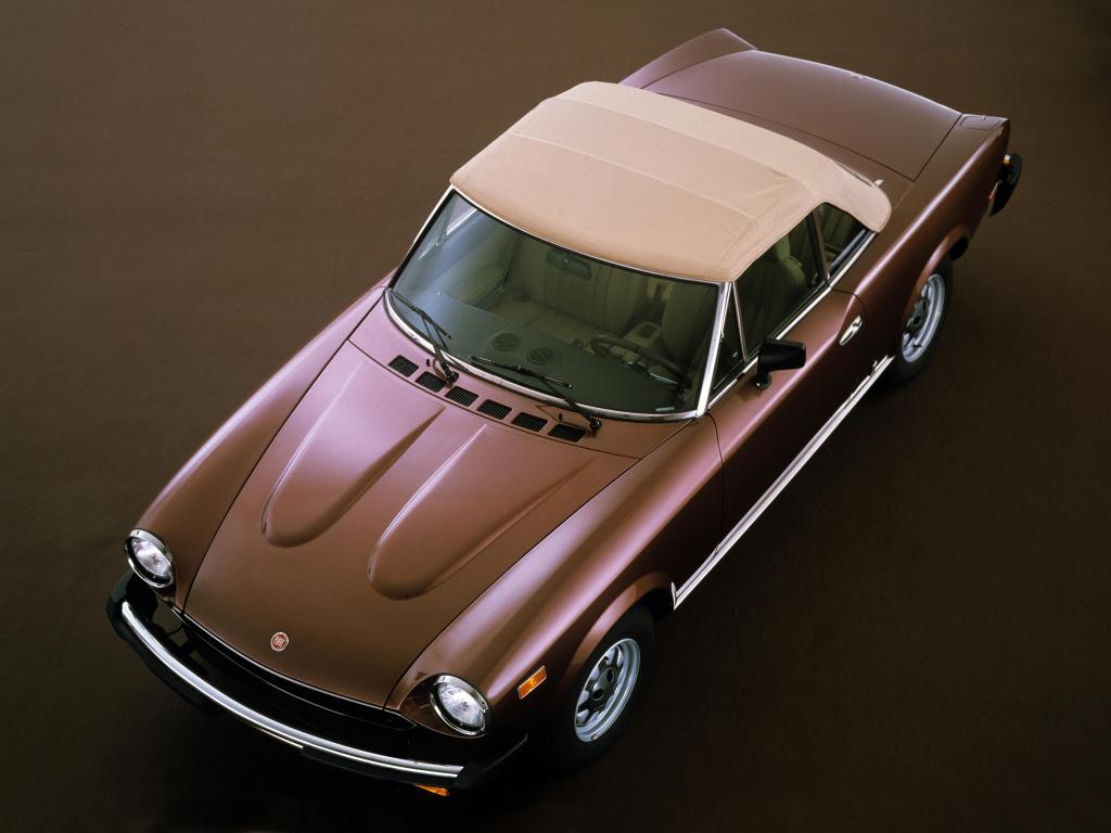 FIAT 124 SPIDER -Dolce Vita Sauce Turinoise.